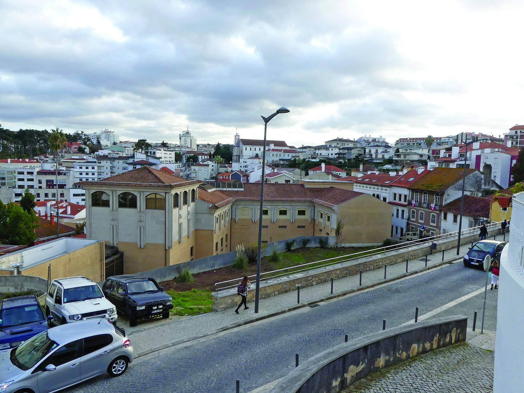 Colégio Nª Sª de Fátima compra terreno em Leiria para garantir estacionamento