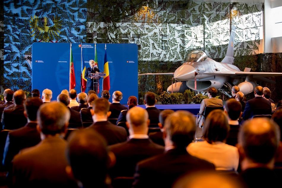 Base de Monte Real entrega últimos F16 à Roménia