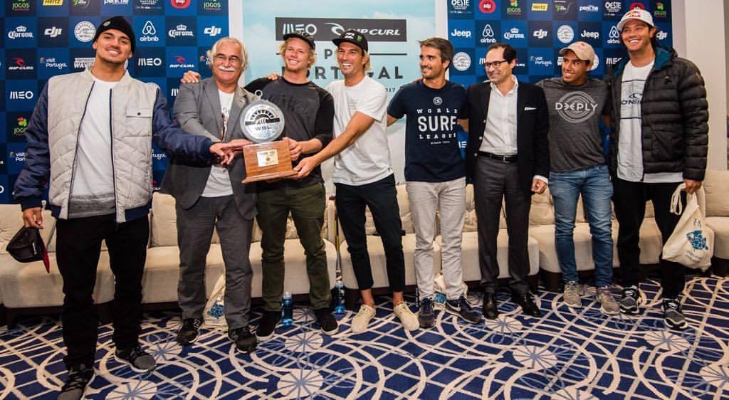 Circuito mundial de surf cumpre dia de espera em Peniche