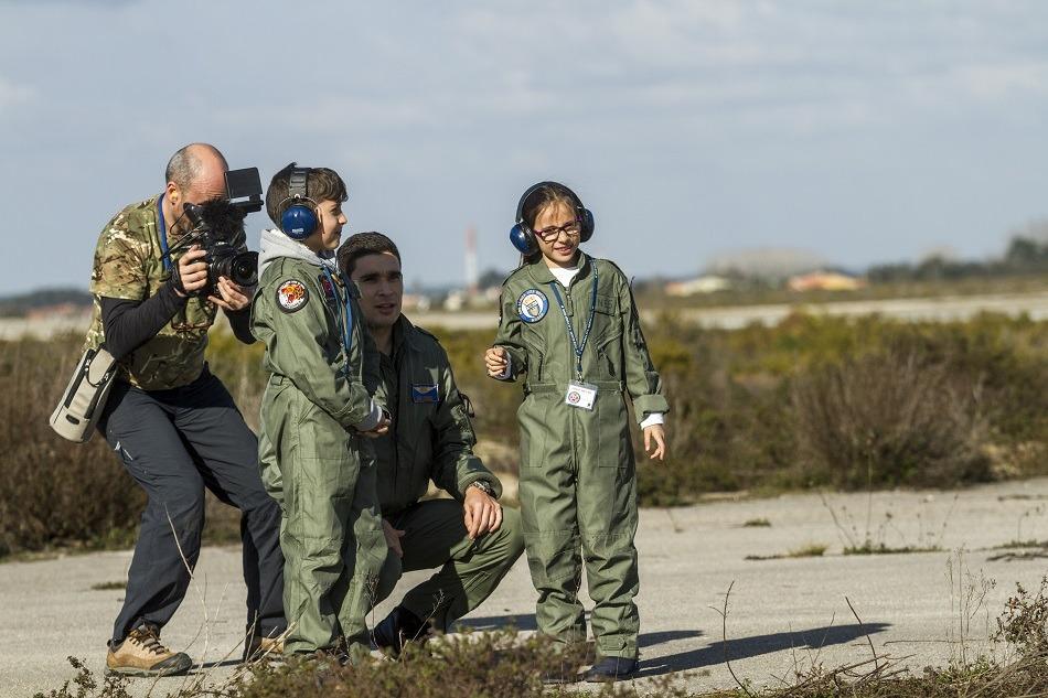 Alunos de Leiria vivem experiência de pilotar avião F16