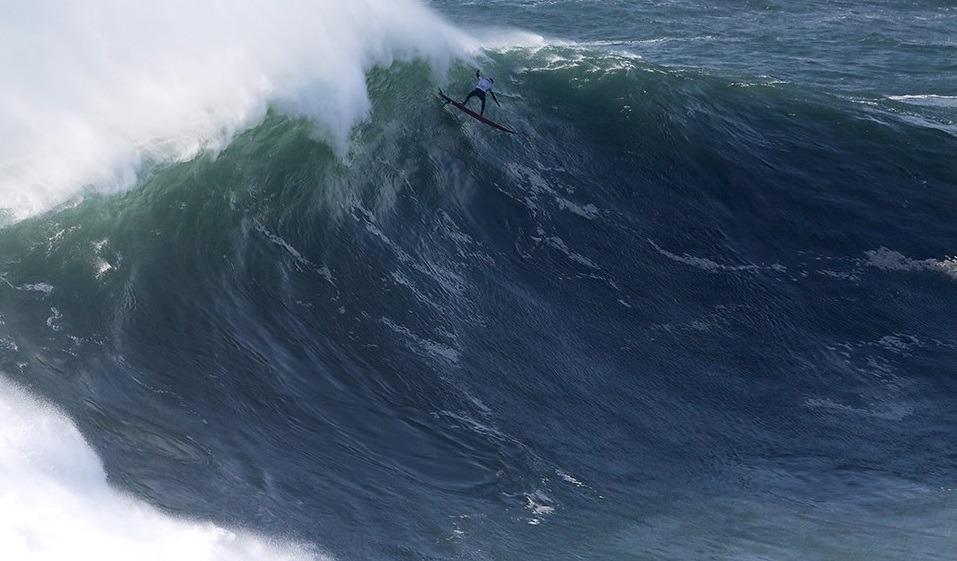 Prova da Nazaré do circuito mundial de ondas gigantes disputada no sábado