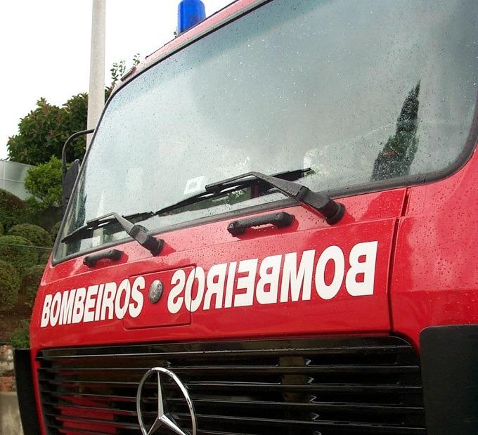 Incêndio destrói construções de madeira em Maiorga