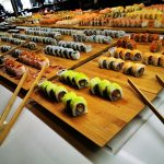 Pacífico serve comida asiática