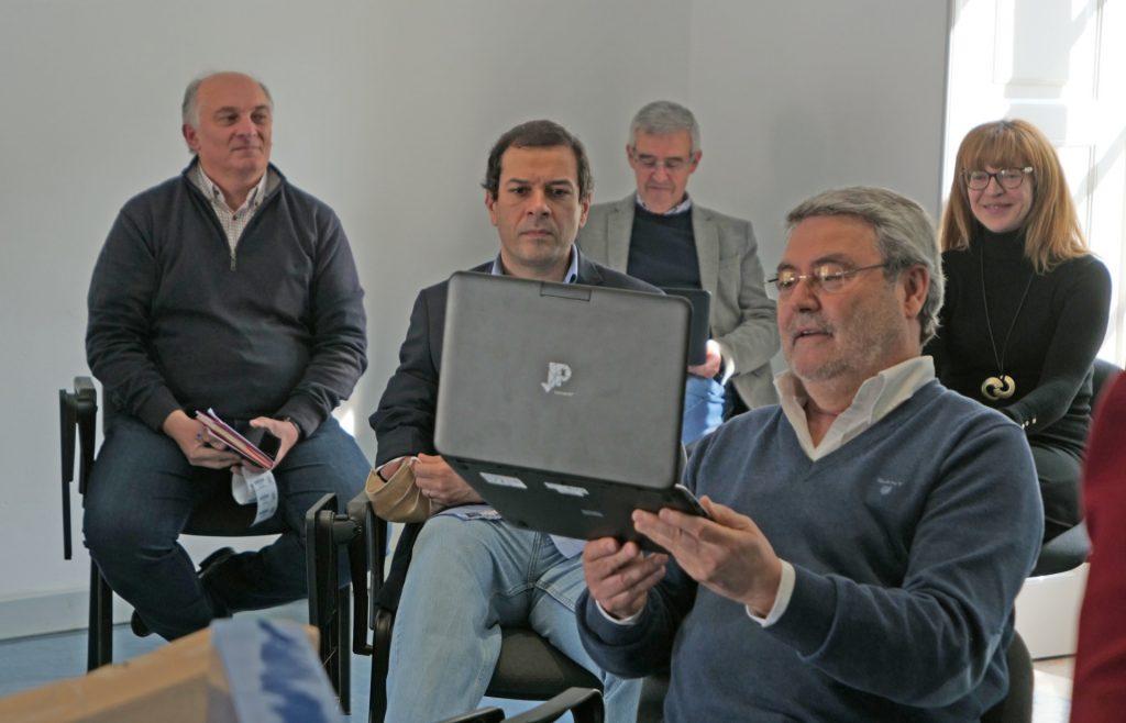 professores com computadores