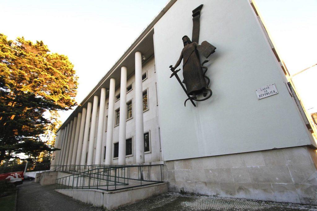 Fachada do edifício do Tribunal de Leiria