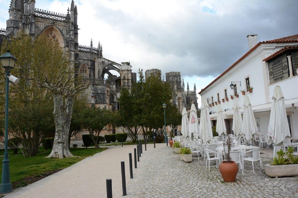 imagem das traseias do mosteiro da Batalha
