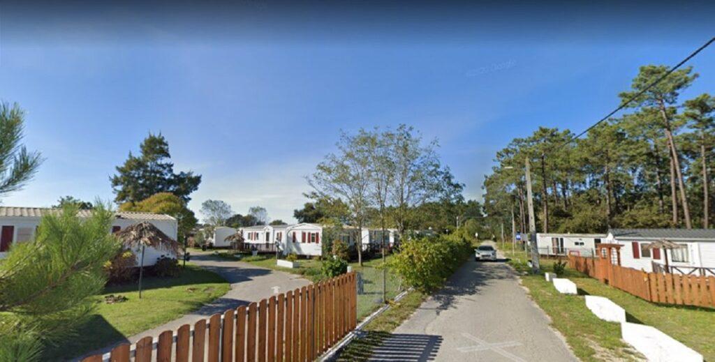 Imagem parque de campismo de bungalows da Burinhosa retirada do Google Street View